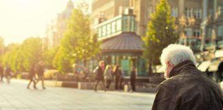 Czym różni się praca opiekuna osób starszych w Polsce i za granicą?